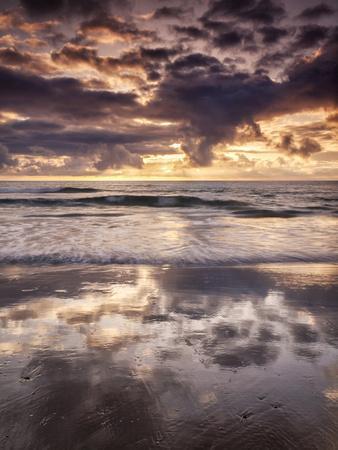 https://imgc.allpostersimages.com/img/posters/usa-california-la-jolla-cloud-reflections-at-la-jolla-shores_u-L-Q1D06AJ0.jpg?p=0