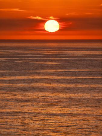https://imgc.allpostersimages.com/img/posters/usa-california-la-jolla-fiery-sun-drops-into-the-pacific-ocean_u-L-Q1D08VW0.jpg?p=0