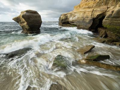 https://imgc.allpostersimages.com/img/posters/usa-california-la-jolla-rock-formation-on-children-s-pool-beach_u-L-Q1D04400.jpg?p=0