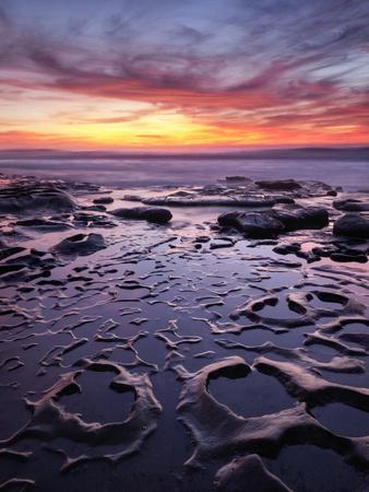 https://imgc.allpostersimages.com/img/posters/usa-california-la-jolla-sunset-at-coast-boulevard-park_u-L-Q1D086J0.jpg?p=0