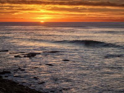 https://imgc.allpostersimages.com/img/posters/usa-california-la-jolla-sunset-from-boomer-beach_u-L-Q1D04EC0.jpg?artPerspective=n