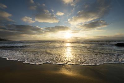 https://imgc.allpostersimages.com/img/posters/usa-california-la-jolla-sunset-over-beach_u-L-Q1CZSAO0.jpg?artPerspective=n