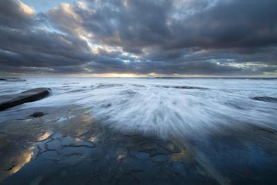 https://imgc.allpostersimages.com/img/posters/usa-california-la-jolla-wave-washes-over-tide-pools_u-L-Q1CZWWX0.jpg?p=0