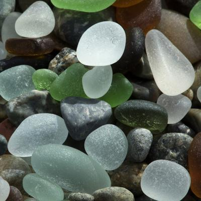 https://imgc.allpostersimages.com/img/posters/usa-california-natural-sea-glass-on-beach_u-L-Q1CZSL30.jpg?p=0