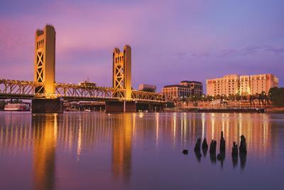 https://imgc.allpostersimages.com/img/posters/usa-california-sacramento-sacramento-river-and-tower-bridge-at-sunset_u-L-Q1D02PA0.jpg?p=0
