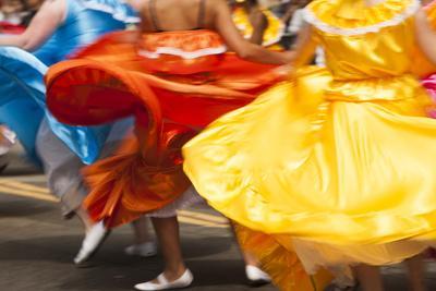 https://imgc.allpostersimages.com/img/posters/usa-california-san-francisco-dancers-in-traditional-dress-at-cinco-de-mayo-parade_u-L-Q1CZU4W0.jpg?p=0