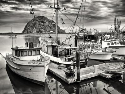 https://imgc.allpostersimages.com/img/posters/usa-california-sepia-tinted-fishing-boats-docked-in-morro-bay-at-dawn_u-L-Q12TAO80.jpg?p=0