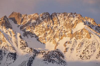 https://imgc.allpostersimages.com/img/posters/usa-california-sierra-nevada-range-sunrise-on-basin-mountain_u-L-Q1D0HDM0.jpg?p=0