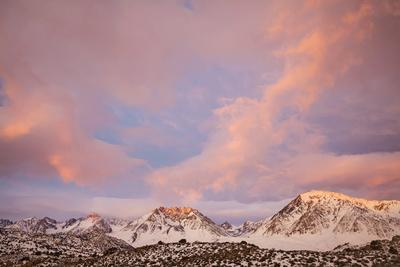 https://imgc.allpostersimages.com/img/posters/usa-california-sierra-nevada-range-sunrise-on-mountains_u-L-Q1D0H7I0.jpg?p=0