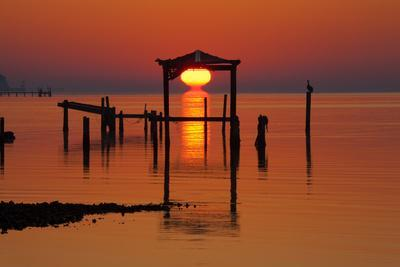 https://imgc.allpostersimages.com/img/posters/usa-florida-apalachicola-sunrise-at-an-old-boat-house-at-apalachicola-bay_u-L-Q1D0PD10.jpg?p=0