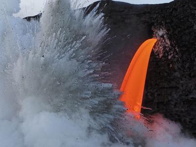 https://imgc.allpostersimages.com/img/posters/usa-hawaii-big-island-lava-from-the-big-island-s-pu-u-o-o-flowing-into-the-kalapana-coast_u-L-Q1D0VAY0.jpg?p=0