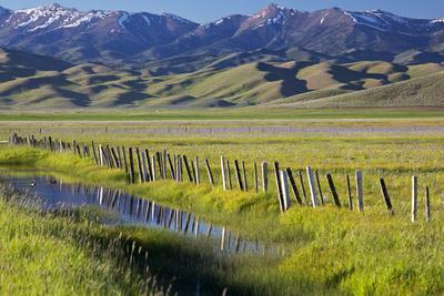 https://imgc.allpostersimages.com/img/posters/usa-idaho-fairfield-camas-prairie-creek-and-fence-in-the-camas-prairie_u-L-Q1D0MHU0.jpg?p=0