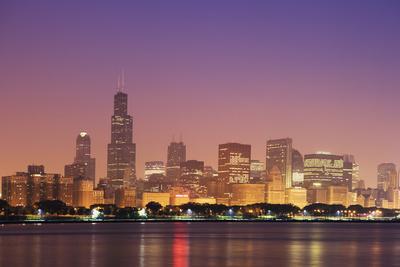 https://imgc.allpostersimages.com/img/posters/usa-illinois-chicago-sunrise-skyline-and-lake-michigan_u-L-Q1D0LW20.jpg?p=0