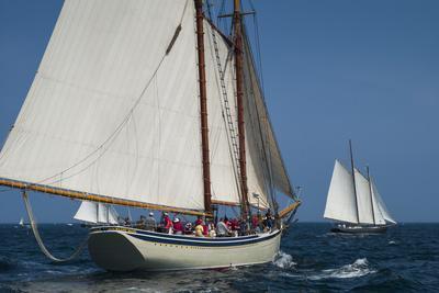 https://imgc.allpostersimages.com/img/posters/usa-massachusetts-cape-ann-gloucester-america-s-oldest-seaport-annual-schooner-festival_u-L-Q12SZIN0.jpg?p=0
