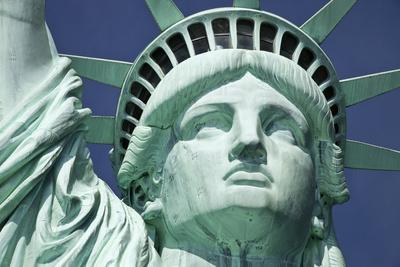 https://imgc.allpostersimages.com/img/posters/usa-new-york-statue-of-liberty_u-L-Q105K590.jpg?p=0