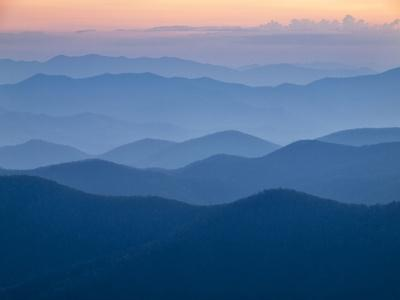 https://imgc.allpostersimages.com/img/posters/usa-north-carolina-great-smoky-mountains-dusk-from-the-blue-ridge-parkway_u-L-Q12T5MW0.jpg?p=0