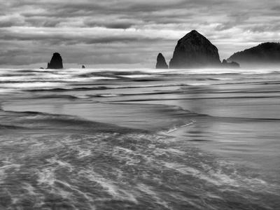 https://imgc.allpostersimages.com/img/posters/usa-oregon-cannon-beach-haystack-rock-and-the-needles_u-L-Q12TC440.jpg?p=0