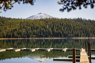 https://imgc.allpostersimages.com/img/posters/usa-oregon-sparks-lake-recreation-area-elk-lake-docks-with-mt-bachelor_u-L-Q1H244O0.jpg?artPerspective=n