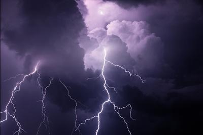 https://imgc.allpostersimages.com/img/posters/usa-tennessee-composite-of-cloud-to-cloud-lightning-bolts_u-L-Q12T1MI0.jpg?artPerspective=n