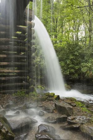 https://imgc.allpostersimages.com/img/posters/usa-tennessee-great-smoky-mountains-national-park-water-coursed-through-mingus-mill_u-L-Q12T93R0.jpg?p=0