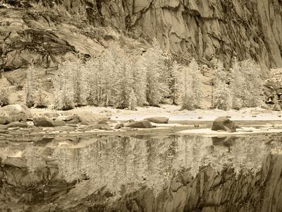 https://imgc.allpostersimages.com/img/posters/usa-washington-state-enchantment-lakes-snow-on-larch-trees-reflected-in-gnome-tarn_u-L-Q1H241N0.jpg?artPerspective=n