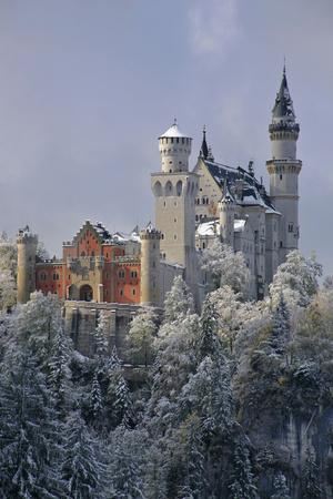Germany, Bavaria, Neuschwanstein Castle in Winter, Morning Fog, Schwangau Near FŸssen