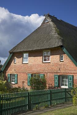 Old Farmhouse in Ahrenshoop, Fischland by Uwe Steffens