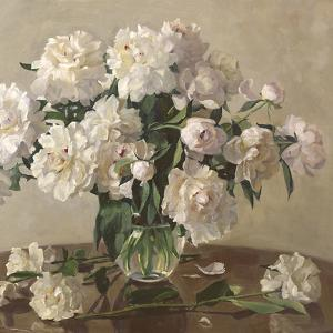 White Roses by Valeriy Chuikov