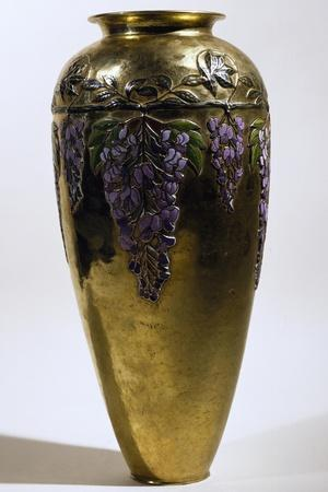 https://imgc.allpostersimages.com/img/posters/vase-decorated-with-wisteria-1913_u-L-PPSO9J0.jpg?artPerspective=n