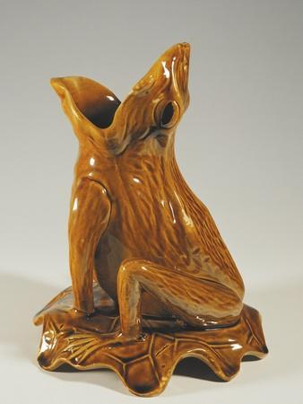 https://imgc.allpostersimages.com/img/posters/vase-in-shape-of-croaking-frog-ca-1885_u-L-POP8P00.jpg?p=0