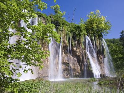 https://imgc.allpostersimages.com/img/posters/veliki-prstavac-falls-plitvice-lakes-national-park-plitvicka-jezera-lika-senj-county-croatia_u-L-PFNLLF0.jpg?p=0