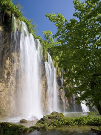 https://imgc.allpostersimages.com/img/posters/veliki-prstavac-falls-plitvice-lakes-national-park-plitvicka-jezera-lika-senj-county-croatia_u-L-PFNTH30.jpg?p=0