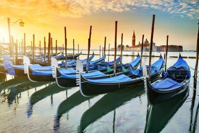 Gondolas in Venezia by vent du sud