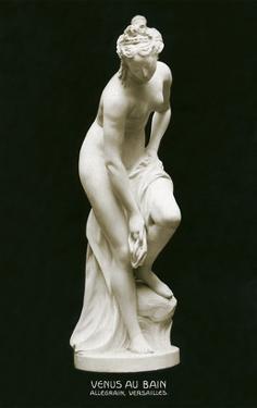 Venus Au Bain Statue