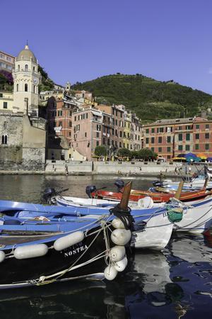 https://imgc.allpostersimages.com/img/posters/vernazza-cinque-terre-unesco-world-heritage-site-liguria-italy-europe_u-L-PWFQLE0.jpg?p=0