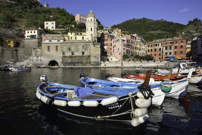 https://imgc.allpostersimages.com/img/posters/vernazza-cinque-terre-unesco-world-heritage-site-liguria-italy-europe_u-L-PWFRA60.jpg?p=0