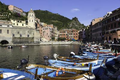 https://imgc.allpostersimages.com/img/posters/vernazza-cinque-terre-unesco-world-heritage-site-liguria-italy-europe_u-L-PWFSOG0.jpg?p=0