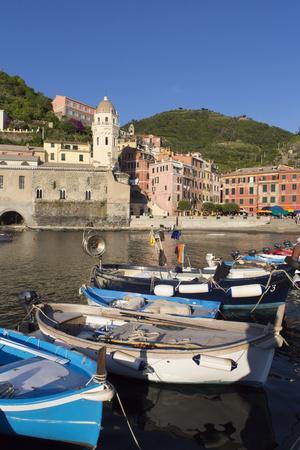 https://imgc.allpostersimages.com/img/posters/vernazza-cinque-terre-unesco-world-heritage-site-liguria-italy-europe_u-L-PWFTCG0.jpg?p=0
