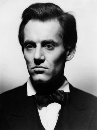https://imgc.allpostersimages.com/img/posters/vers-sa-destinee-young-mr-lincoln-by-john-ford-with-henry-fonda-1939-b-w-photo_u-L-Q1C26PZ0.jpg?artPerspective=n