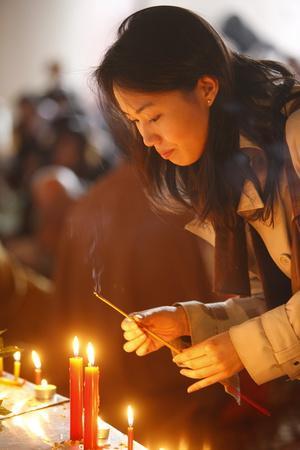 https://imgc.allpostersimages.com/img/posters/vesak-celebration-at-vincennes-buddhist-temple-france_u-L-Q1GYH2Z0.jpg?artPerspective=n