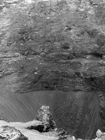 https://imgc.allpostersimages.com/img/posters/vesuvius-crater_u-L-Q107KFT0.jpg?p=0