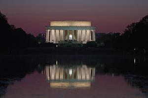 Lincoln Memorial at Dusk by Vickie Lewis