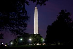 The Washington Monument at Dusk by Vickie Lewis