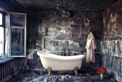 Vintage Bathtub in Grunge Interior by viczast