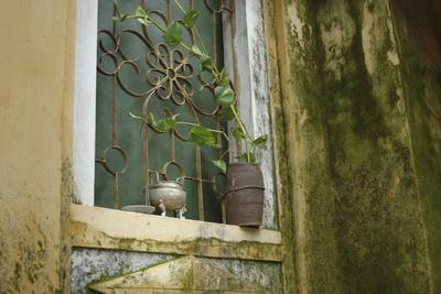 https://imgc.allpostersimages.com/img/posters/vietnam-hoi-an-quang-nam-window-at-quan-congs-temple_u-L-PU3DDS0.jpg?p=0