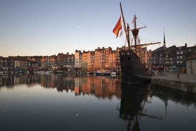 https://imgc.allpostersimages.com/img/posters/vieux-bassin-looking-to-saint-catherine-quay-with-replica-galleon-at-dawn-normandy-france_u-L-Q12SEMC0.jpg?p=0