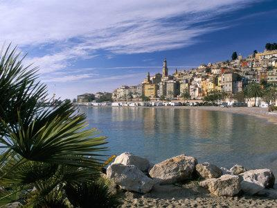 https://imgc.allpostersimages.com/img/posters/view-across-bay-to-the-old-town-menton-alpes-maritimes-provence_u-L-P1TI4X0.jpg?p=0