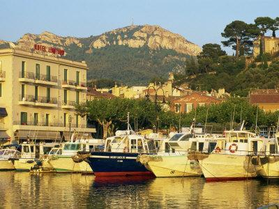 https://imgc.allpostersimages.com/img/posters/view-across-harbour-in-the-evening-cassis-bouches-du-rhone-cote-d-azur-provence-france_u-L-P7VFVW0.jpg?p=0