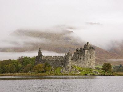 https://imgc.allpostersimages.com/img/posters/view-across-loch-awe-to-the-ruins-of-kilchurn-castle-early-morning-mist-on-mountains_u-L-P91I7J0.jpg?p=0