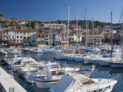 https://imgc.allpostersimages.com/img/posters/view-across-the-harbour-cassis-bouches-du-rhone-provence-cote-d-azur-france-europe_u-L-P91I9B0.jpg?p=0
